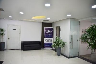 Habitat Business Center –Lobby with elevator