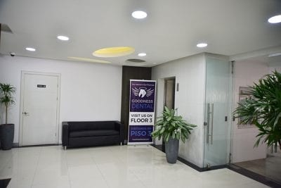 Habitat Business Center – Lobby with elevator